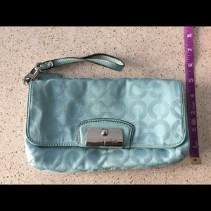 Coach wristlet barely used 100% authentic